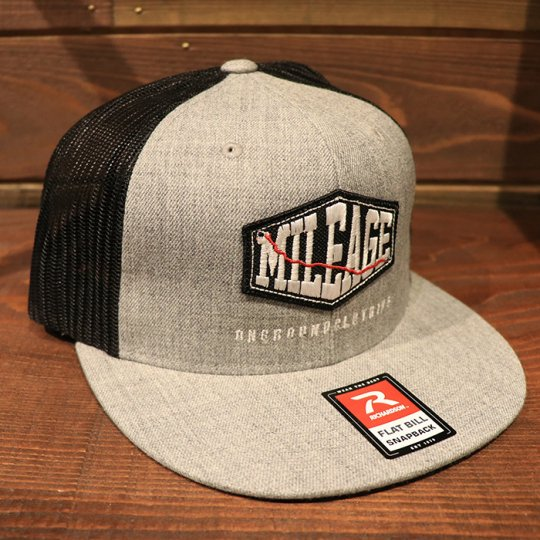 ONGROUNDCLOTHING【Mileage】Trucker Snapback (Lt Grey/Black) ライトグレー/ブラックパッチ<img class='new_mark_img2' src='//img.shop-pro.jp/img/new/icons24.gif' style='border:none;display:inline;margin:0px;padding:0px;width:auto;' />