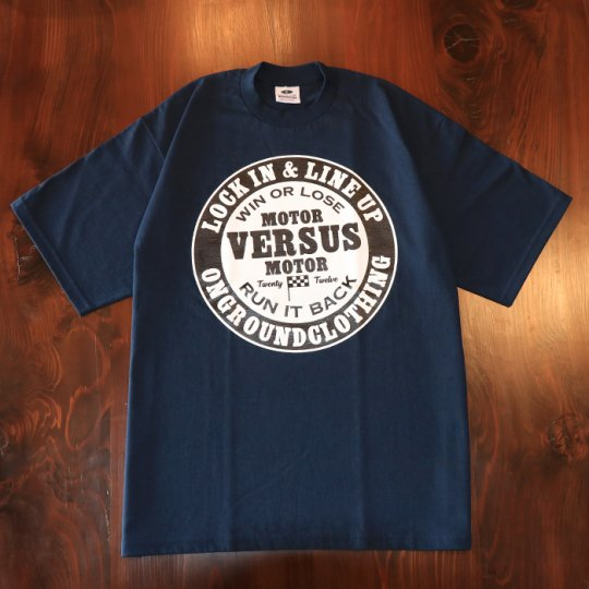 ONGROUNDCLOTHING【Motor VS Motor/Race Vibes】 Tee (Navy Blue) Tシャツ ネイビーブルー<img class='new_mark_img2' src='//img.shop-pro.jp/img/new/icons5.gif' style='border:none;display:inline;margin:0px;padding:0px;width:auto;' />