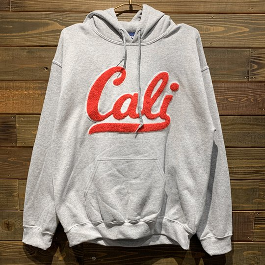 Attract Street Gear【Cali】 HOODIE パーカー(ライト) グレー/レッドPatch<img class='new_mark_img2' src='//img.shop-pro.jp/img/new/icons5.gif' style='border:none;display:inline;margin:0px;padding:0px;width:auto;' />