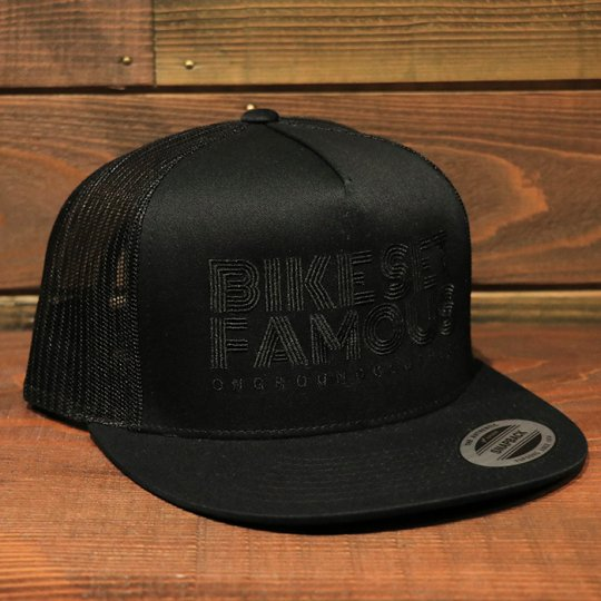 ONGROUNDCLOTHING【Bike Set Famous】 Trucker Snapback メッシュキャップ ブラックアウト