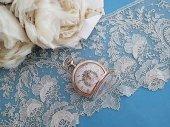 レア 花かご装飾の懐中時計