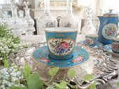 豪華 オールドパリ 盛り上げ金彩装飾 薔薇花紋カップ&ソーサー