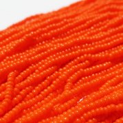 【訳あり】チェコビーズ? 約6m 小さめ丸小糸通しビーズ オレンジ(不透明)