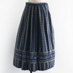 FG584 1960年代西ドイツ製紺色花柄ストライプ木綿のチロルスカート