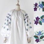 FG624 1950年代ウクライナ製紫の花と青い葡萄刺繍メティスリネンワンピース