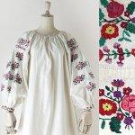 FG625 1960年代ウクライナ製カラフル薔薇ブーケ刺繍メティスリネンワンピース