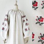 FG632 1910年代ウクライナ製赤い苺の花刺繍ホームスパンリネンワンピース