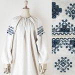 FG647 1910年代ウクライナ製藍色透かし幾何学刺繍ホームスパンリネンワンピース