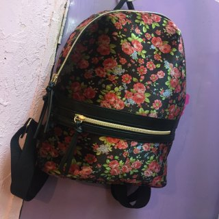 <img class='new_mark_img1' src='//img.shop-pro.jp/img/new/icons4.gif' style='border:none;display:inline;margin:0px;padding:0px;width:auto;' />Velvet Vintage Flower Backpack