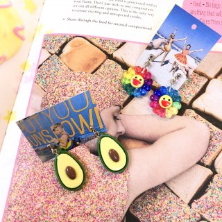 <img class='new_mark_img1' src='https://img.shop-pro.jp/img/new/icons4.gif' style='border:none;display:inline;margin:0px;padding:0px;width:auto;' />Avocado & Flower Earrings