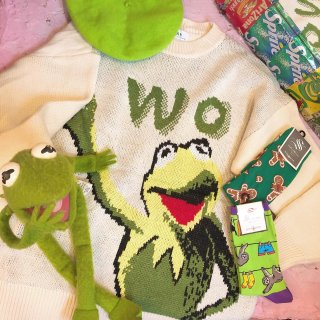 <img class='new_mark_img1' src='//img.shop-pro.jp/img/new/icons50.gif' style='border:none;display:inline;margin:0px;padding:0px;width:auto;' />Kermit the Frog Knit Sweater
