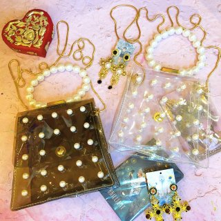 <img class='new_mark_img1' src='//img.shop-pro.jp/img/new/icons4.gif' style='border:none;display:inline;margin:0px;padding:0px;width:auto;' />Pearl Handle See Thru Pochet