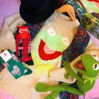 <img class='new_mark_img1' src='//img.shop-pro.jp/img/new/icons4.gif' style='border:none;display:inline;margin:0px;padding:0px;width:auto;' />Big Smile Kermit Knit Sweater