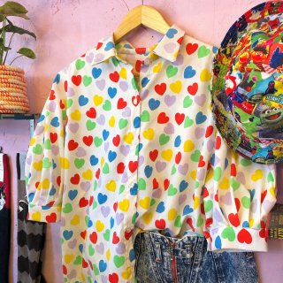 <img class='new_mark_img1' src='https://img.shop-pro.jp/img/new/icons4.gif' style='border:none;display:inline;margin:0px;padding:0px;width:auto;' />Colorful Heartful Puff-Sleeve Blouse
