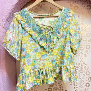 <img class='new_mark_img1' src='https://img.shop-pro.jp/img/new/icons4.gif' style='border:none;display:inline;margin:0px;padding:0px;width:auto;' />Smocking Collared Broon Sleeve Tops