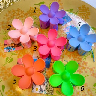 <img class='new_mark_img1' src='https://img.shop-pro.jp/img/new/icons4.gif' style='border:none;display:inline;margin:0px;padding:0px;width:auto;' />Big Flower Hair Clip