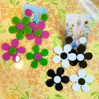 <img class='new_mark_img1' src='https://img.shop-pro.jp/img/new/icons4.gif' style='border:none;display:inline;margin:0px;padding:0px;width:auto;' />Flower Power Earring