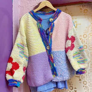 <img class='new_mark_img1' src='https://img.shop-pro.jp/img/new/icons4.gif' style='border:none;display:inline;margin:0px;padding:0px;width:auto;' />Flower Sleeve Knit Cardi