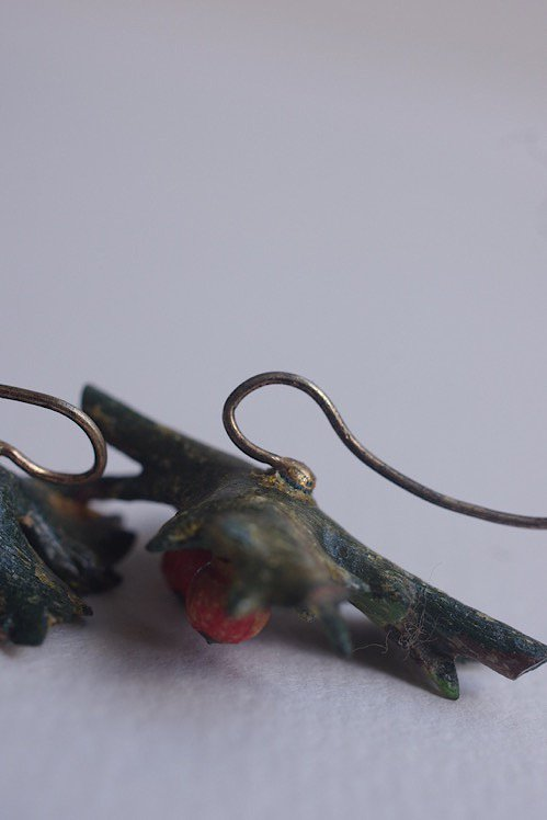 boucles d'oreilles アンティークピアス ヒイラギ