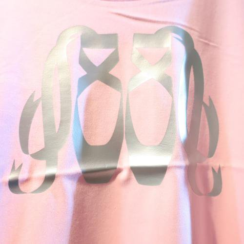 <img class='new_mark_img1' src='https://img.shop-pro.jp/img/new/icons1.gif' style='border:none;display:inline;margin:0px;padding:0px;width:auto;' />バレエTシャツ,トーシューズWピンク,バレエ Lady'sウェア トップス,ウォームアップウエア,バレエ用品