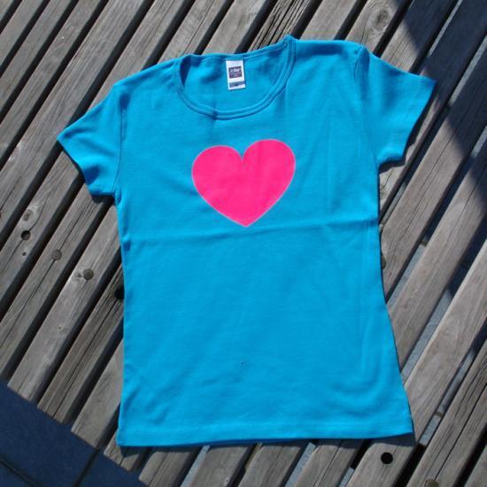 メッセージ【T-シャツ】蛍光ピンク色ハートティシャツ