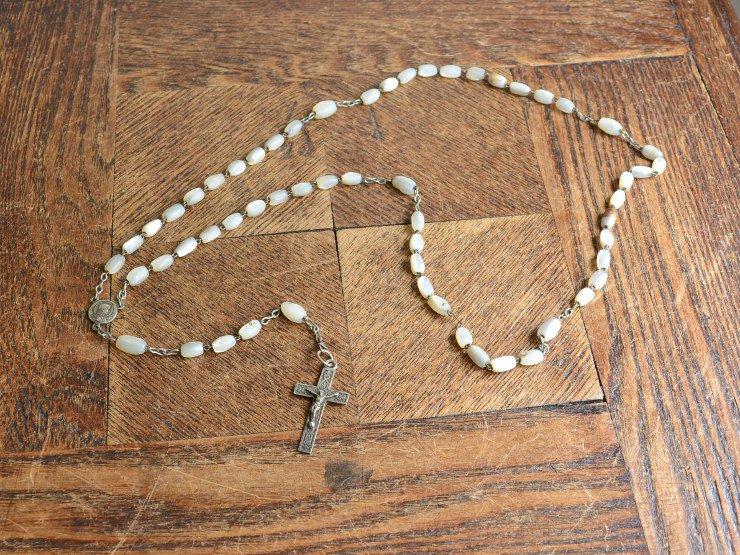 ロザリオ(十字架)ホワイトビーズ ネックレスA