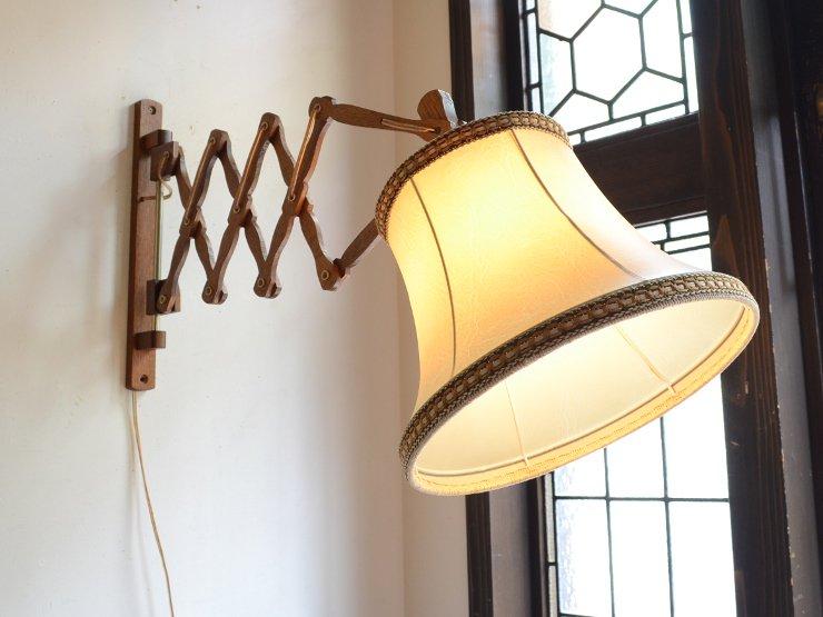 ヴィンテージ シェード付木製シザーウォールランプ