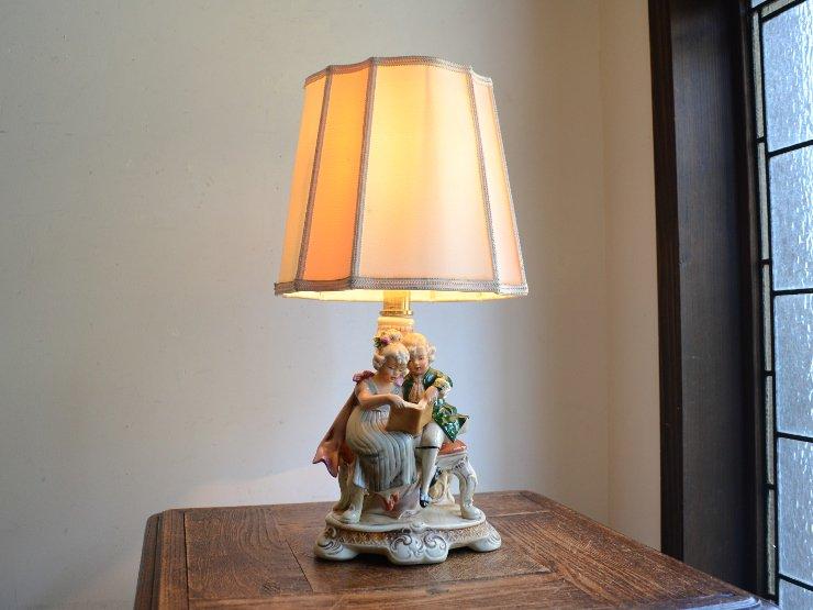 [new] シェード付 陶器人形テーブルランプ(H40cm)