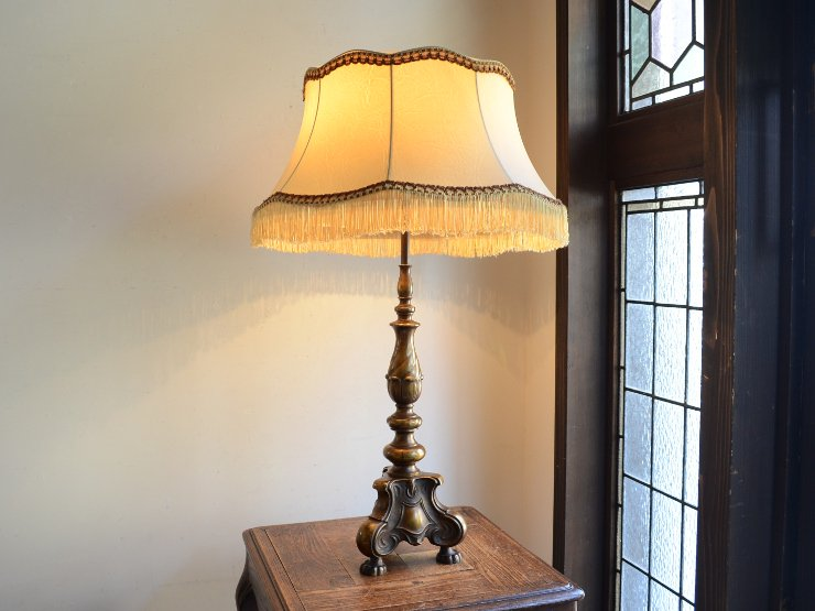 [new] フリンジシェード付 2灯真鍮テーブルランプ(H77cm)