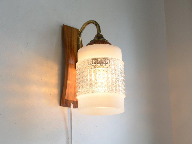 ヴィンテージ ガラスシェード付木製ウォールランプ