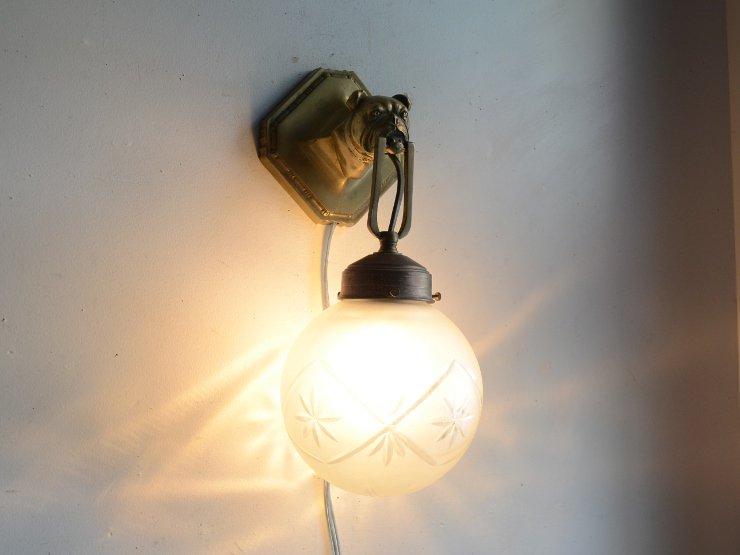 ガラスシェード付きブルドッグモチーフ真鍮ウォールランプ
