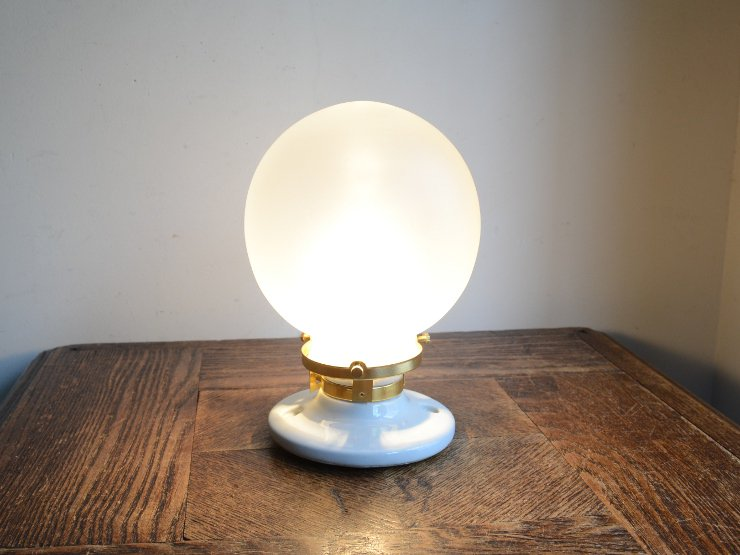 フロストガラスシェード付き 陶器ライト