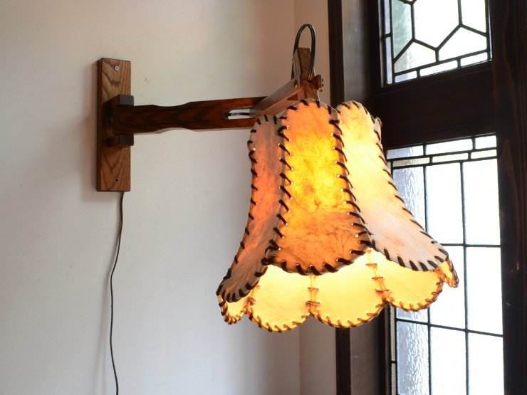 [new] ヴィンテージ レザーシェード付木製アームウォールランプ