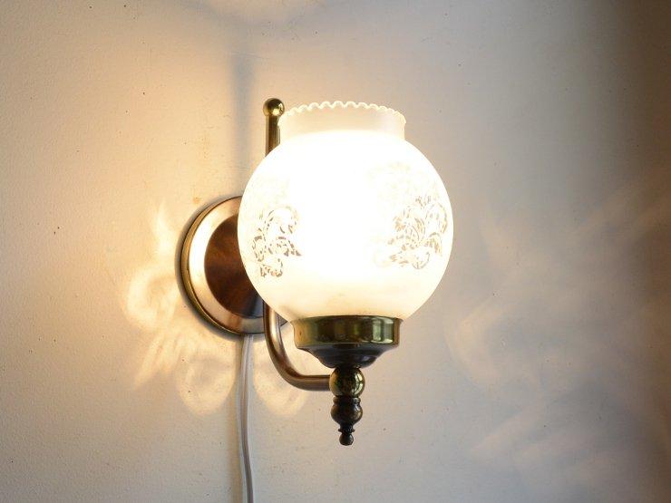 ヴィンテージ ガラスシェード付き真鍮ウォールランプ