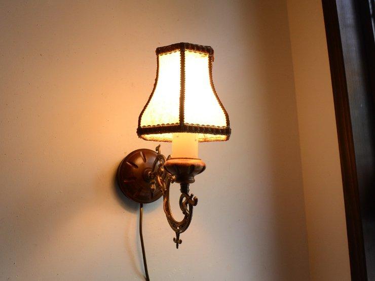 ヴィンテージ レザーシェード付 真鍮&木製ウォールランプ