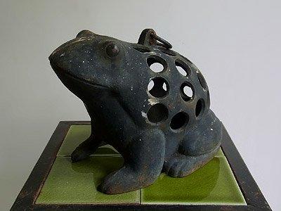カエルモチーフ キャンドルスタンド(灯籠)