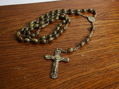 ロザリオ(十字架)ブラウンビーズ&チェーンネックレス