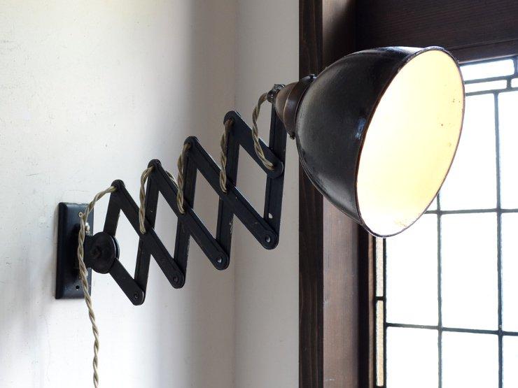 インダストリアル系ホーローシェード シザーウォールランプ