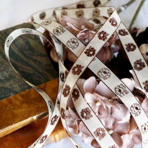 アンティーク・花の刺しゅう入りシルクリボンテープ(W1.5cm×L5.13m)