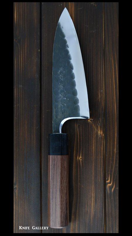 【弥氏 良寛】 出刃包丁 五寸(150mm)  白紙鋼 黒打 槌目 紫檀八角柄