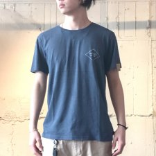 【50%OFF】TCSS (ティーシーエスエス) VOCAL TEE (バックプリントTEE) MARLIN