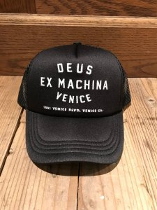 Deus ex Machina (デウスエクスマキナ) Venice address Trucker (メッシュキャップ) BLACK