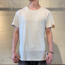 【50%OFF】TCSS (ティーシーエスエス) VOCAL TEE (バックプリントTEE) DIRTY WHITE