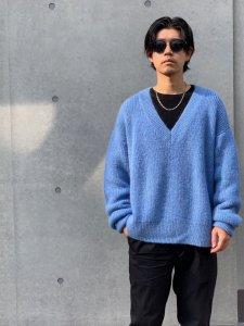 DELUXE (デラックス) MACKENZIE (Vネックニット) BLUE
