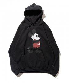 DELUXE (デラックス) DELUXE x Disney Pullover sweat(ディズニープルオーバーパーカー) BLACK