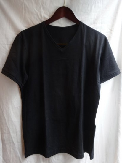 Made in Britain<BR>Binder V Neck Black