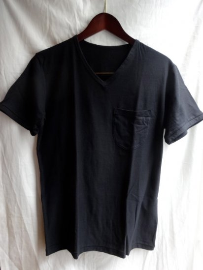 Made in Britain<BR>Binder V Neck Pocket Black