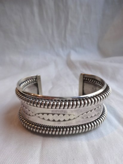 Navajo Tribe Sterling Silver Bangle <BR> MADE IN U.S.A