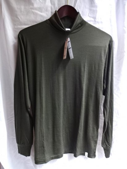 good & woolen 17.5μ Superfine New Zealand Merino Wool L/S Turtle Tee Made in Japan Olive