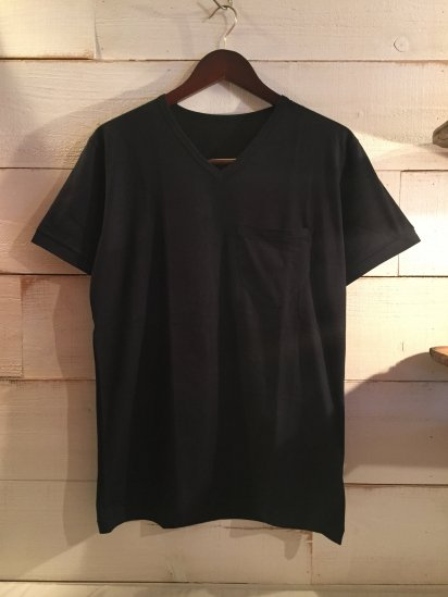 Made in Britain Binder V Neck Pocket Tee Black<BR>SALE! 4,800 + Tax → 2,880 + Tax